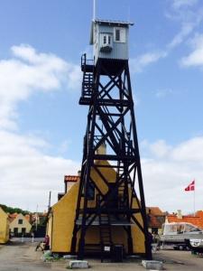 Der alte Lotsenturm im Hafen