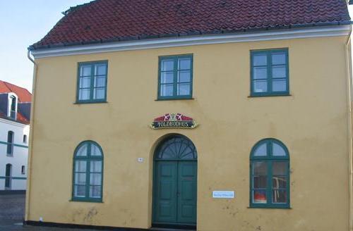 Das alte Toldbodhus am Hafen von Assens