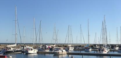 Noch ist es friedlich im Hafen von Anholt