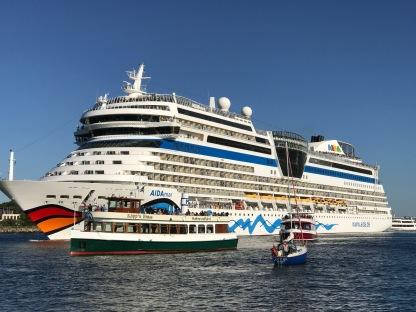 Die Aida Mar legt ab