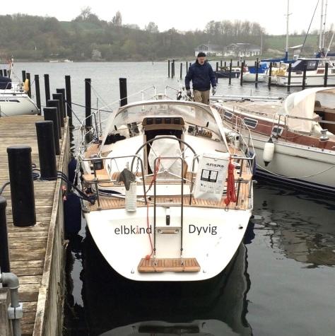 """Unser Schiff noch ganz """"jungfräulich"""", ohne Mast..."""